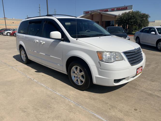 2008 WHITE /gray Chrysler Town & Country Touring (2A8HR54P58R) with an 3.8L V6 OHV 12V engine, 6-Speed Automatic Overdrive transmission, located at 14700 Tomball Parkway 249, Houston, TX, 77086, (281) 444-2200, 29.928619, -95.504074 - Photo #0